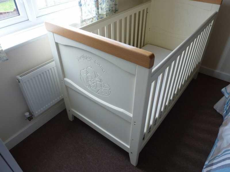 43ff3c5a044 Η κούνια δύναται να μετατραπεί και σε παιδικό κρεβάτι. Μεταχειρισμένα σε  πολύ ...